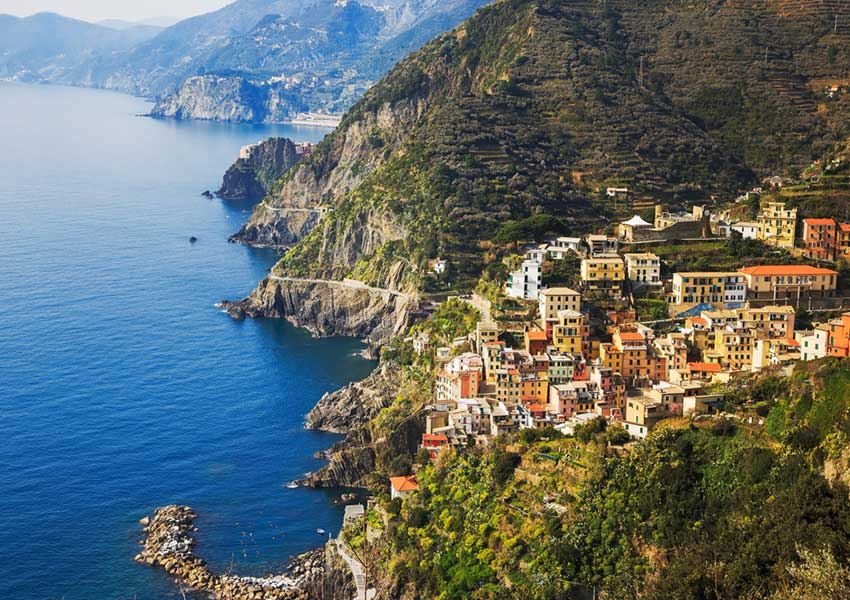 trail between manarola and riomaggiore national park cinque terre liguria sailing itinerary italian riviera